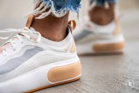 รองเท้าวัยรุ่นชื่อดัง