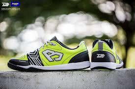 รองเท้าฟุตซอลนิยม
